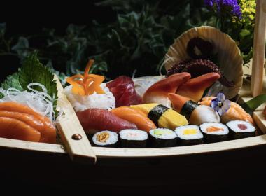 sakku sushi platter